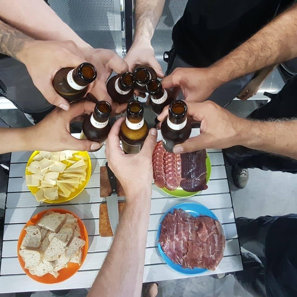 Northkamp tomando cervezas
