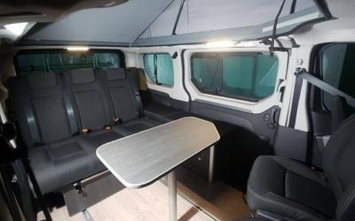 Asiento cama para hacer un salón en una furgoneta camper