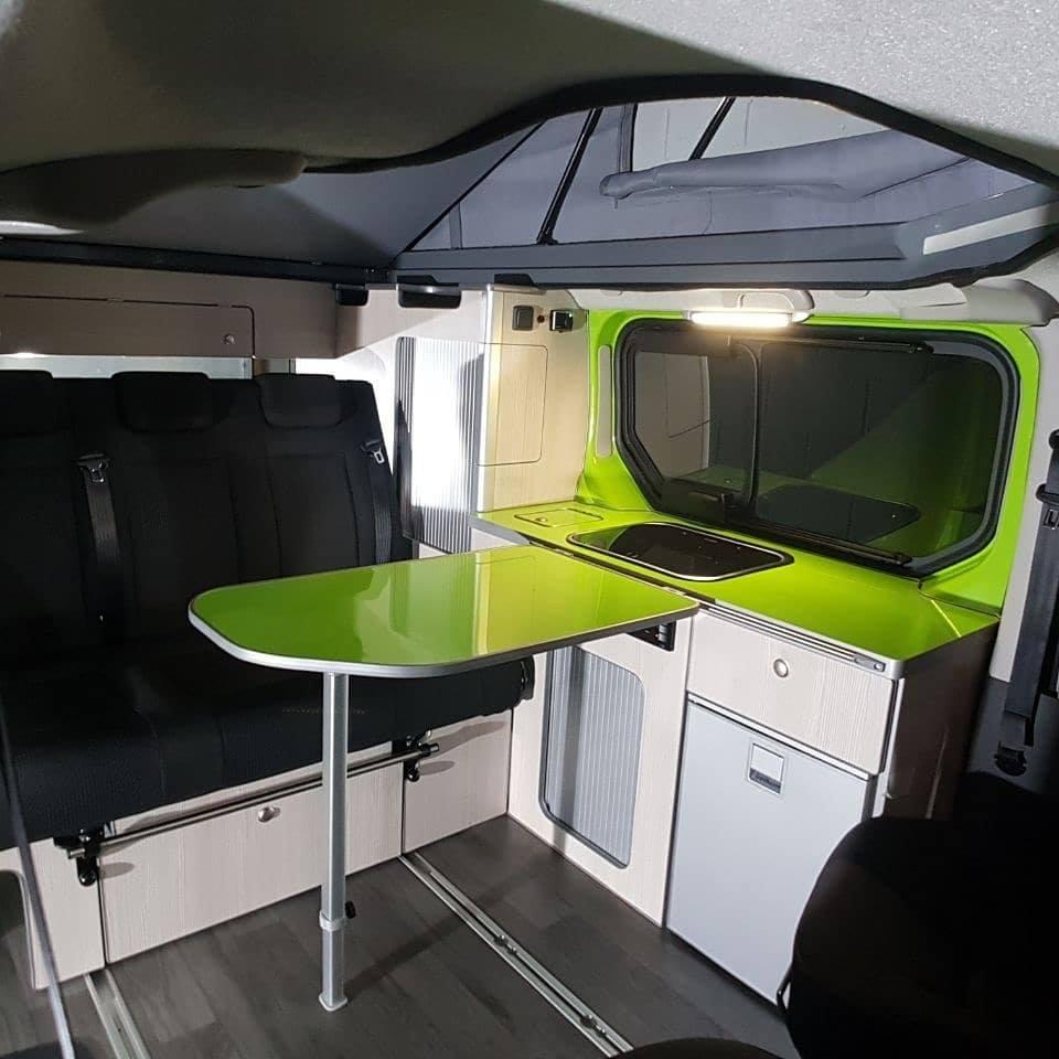 Acabo interior de furgoneta camper renault Trafic