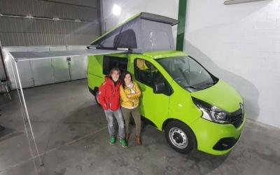 Clientes contentos con furgoneta camper